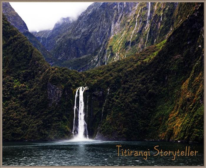 Milford Sd -waterfall